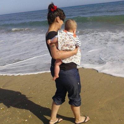 Mamá y Unai en la playa